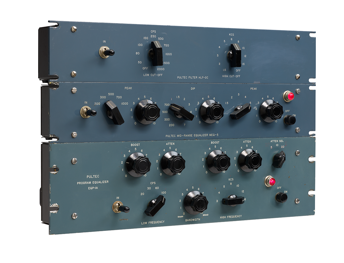 3 Modelos de Equalizadores Passivos da Pulse Techniques Inc Fonte: http://www.audiotechnology.com.au/wp/index.php/ua-flexes-some-new-plug-in-muscle/