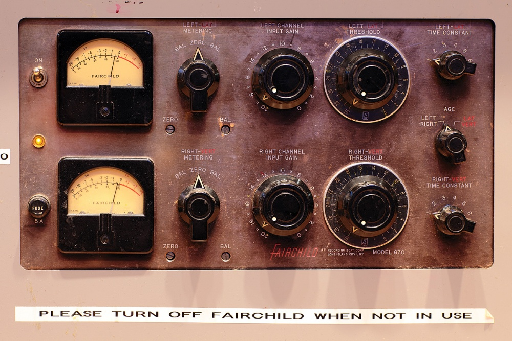 Fairchild 670 original. Imagem de www.soundonsound.com